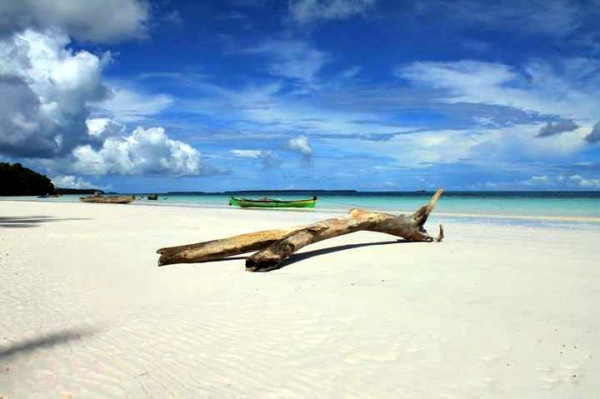 Pantai Pasir Panjang Tual Hamparan Putih Cantik Milik Maluku Kota