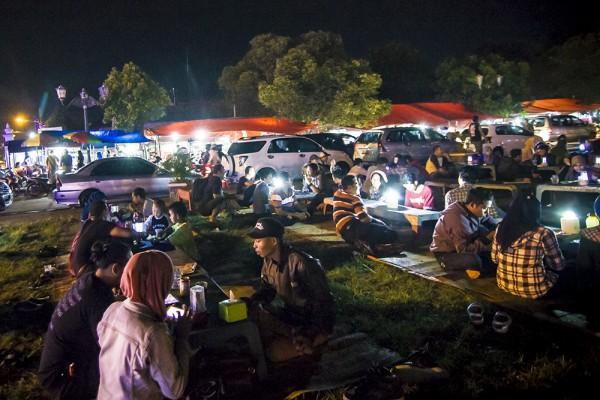 3 Aktifitas Seru Malam Hari Alun Kidul Yogyakarta Makan Angkringan