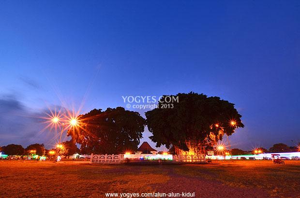 Alun Kidul Flickering Palace Backyard Night Yogyakarta Kota