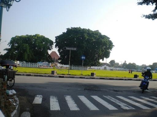 Alun Kidul Yogyakarta Hari Minggu Pagi Rental Mobil Jogja Kota