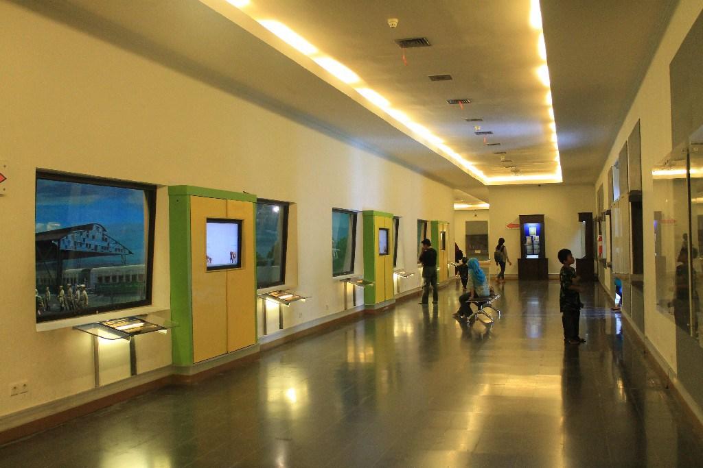 10 Foto Koleksi Isi Museum Benteng Vredeburg Yogyakarta Sejarah Jam