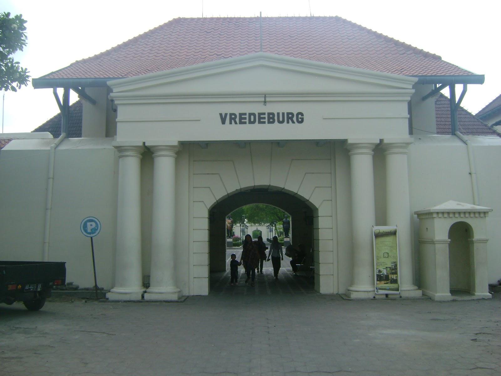 Benteng Vredeburg Kekunaan Pertama Dibangun Keadaannya Sederhana Temboknya Tanah Diperkuat