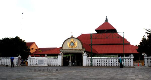 Masjid Gedhe Kauman Yogyakarta Tidak Jauh Areal Alun Utara Berada