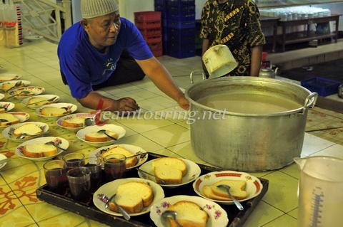 Oblok Hidangan Menyambut 1 Syawal Masjid Gedhe Kauman Takmir Mempersiapkan