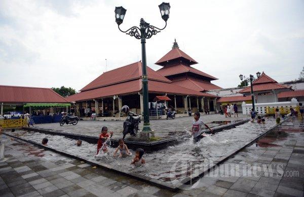 Pelataran Masjid Gede Kauman Yogyakarta Foto 1 355011 Tribunnews 20130118