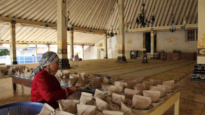 Tradisi Berbuka Puasa Bersama Menu Gulai Kambing Masjid Gedhe Kauman