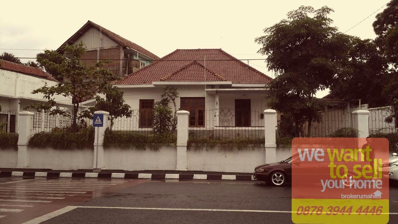 Rumah Kolonial Depan Masjid Syuhada Kota Yogyakarta