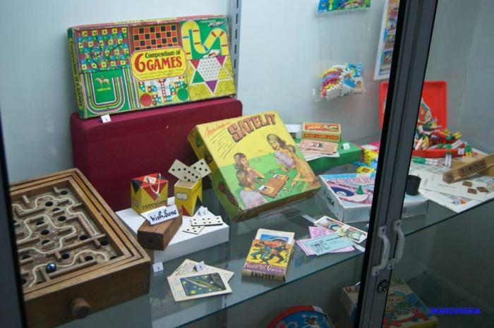 Bernostalgia Mainan Kecil Museum Kolong Tangga Biaya Masuk Anak Bawah