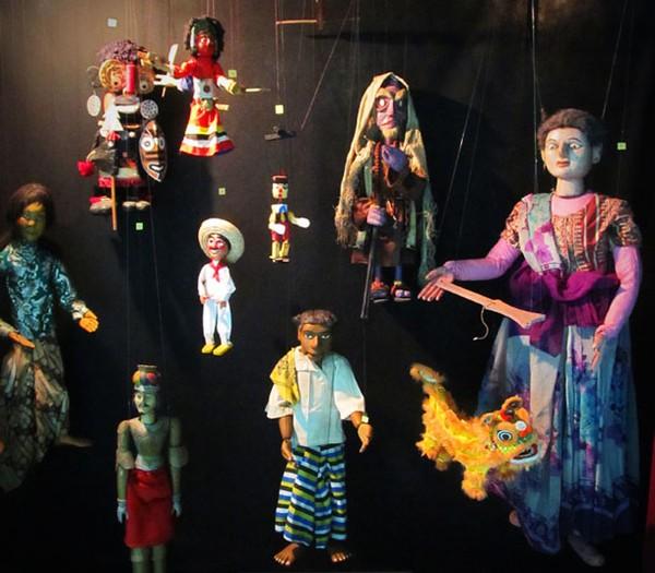 Museum Anak Kolong Tangga Mesin Waktu Penuh Nostalgia Koleksi Boneka