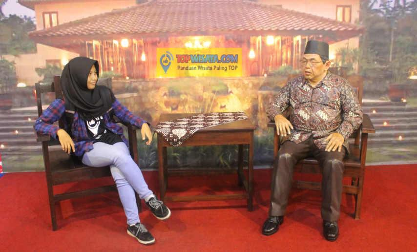 Yogyakarta De Arca Statue Museum Ntskala Selfie Bareng Artis Presiden