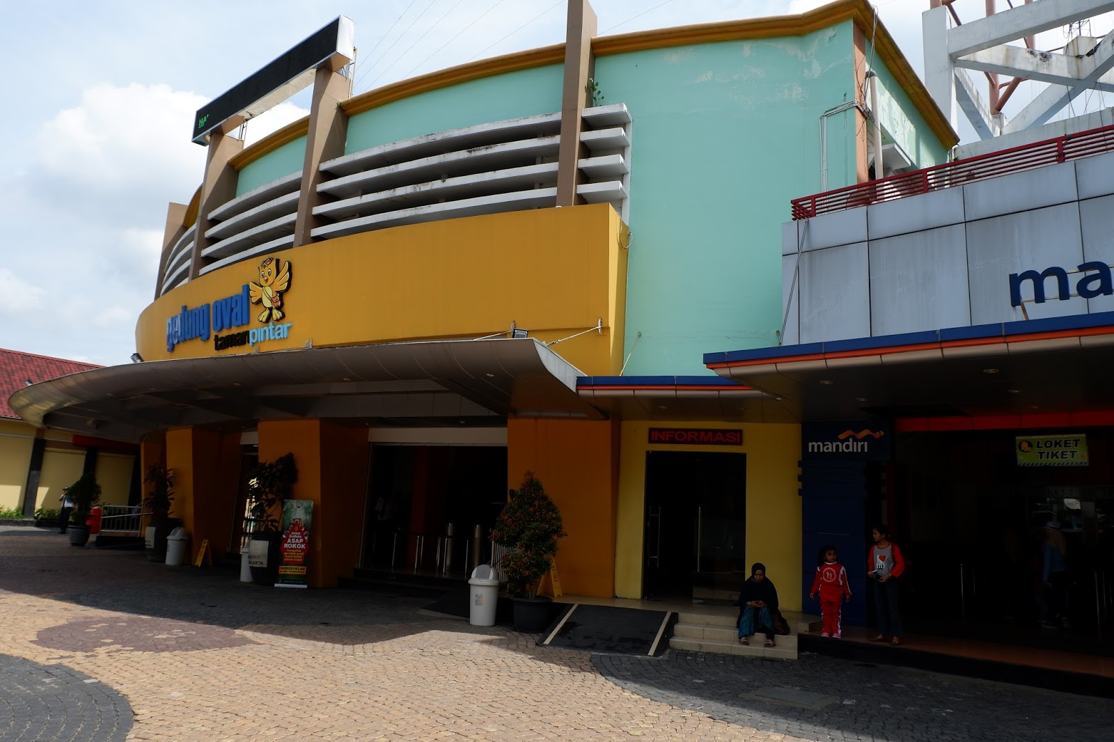 Belajar Sains Taman Pintar Yogyakarta Rach Alida Bahaweres Gedung Oval