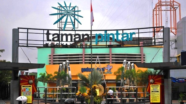 Taman Pintar Yogyakarta Smart Park Kota