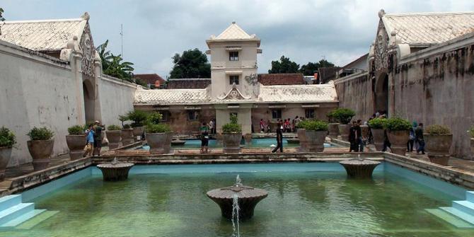 Balik Tembok Pemandian Taman Sari Yogyakarta Merdeka 2013 Kun Sila
