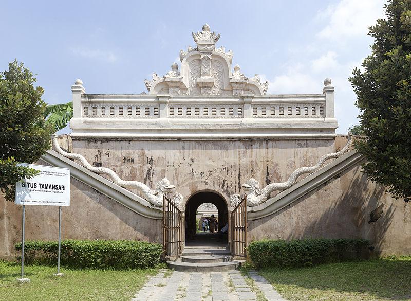 File Eastern Face Gate Taman Sari Yogyakarta 2014 05 Kota