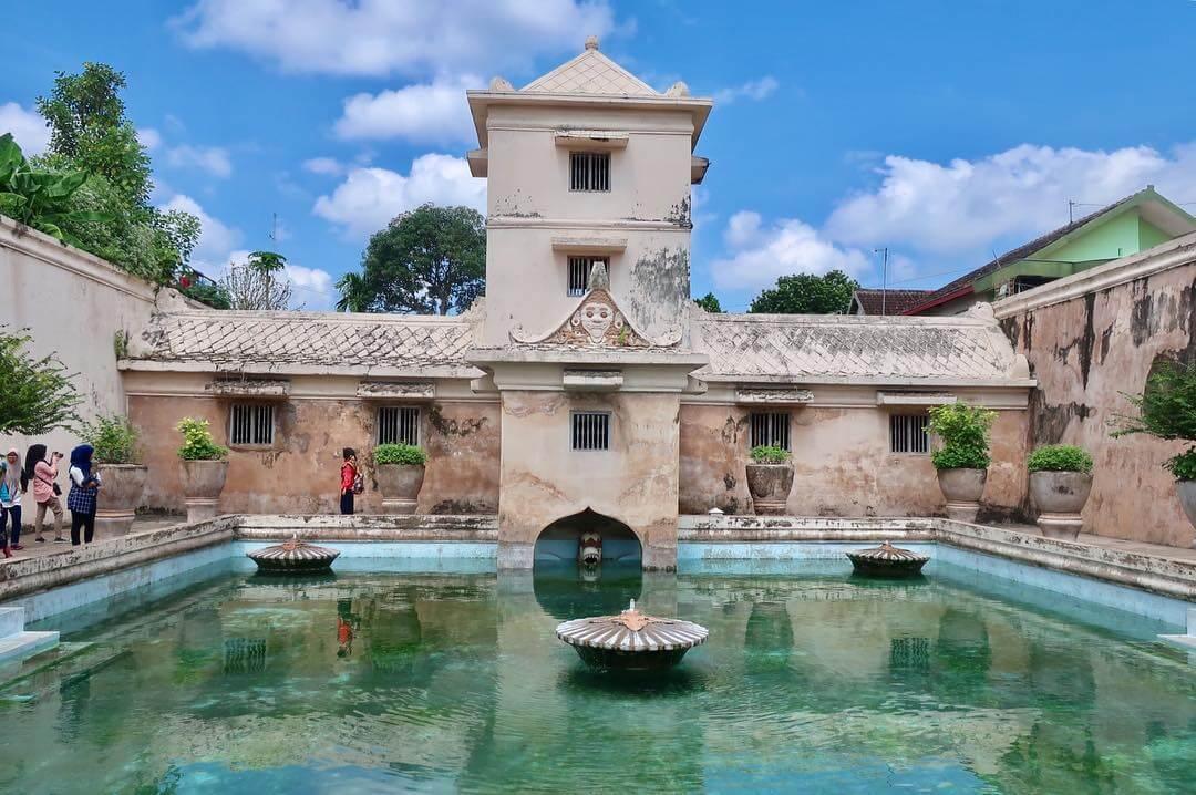 Keindahan Obyek Wisata Bersejarah Taman Sari Yogyakarta Kota