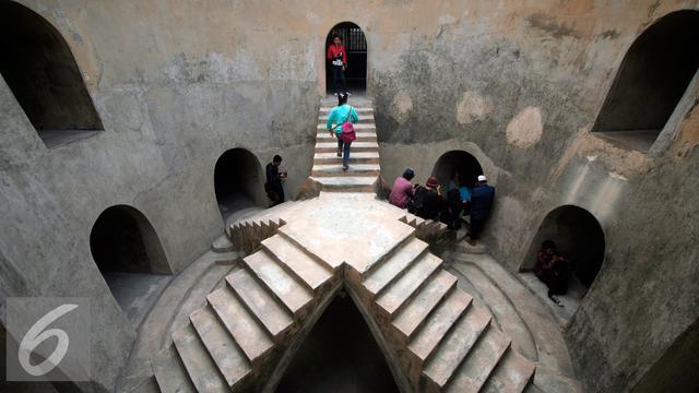 Taman Sari Masjid Bawah Tanah Pemandian Selir Raja Yogya 20151104
