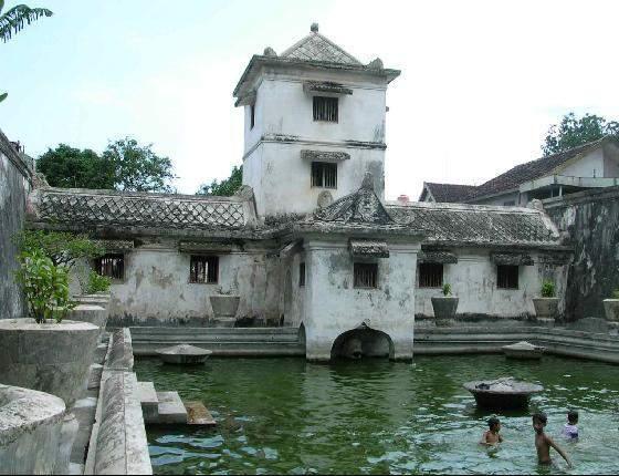 Tamansari Water Castle Goldenboy Yogyakarta Rental Mobil Jogja Taman Sari