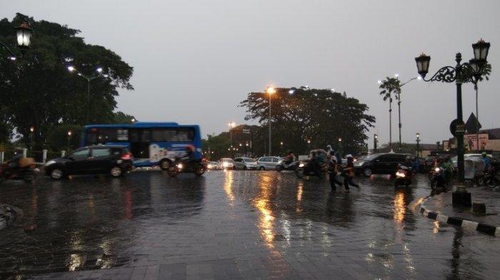 Diguyur Hujan Pantauan Arus Lintas Titik Nol Km Yogya Jogja