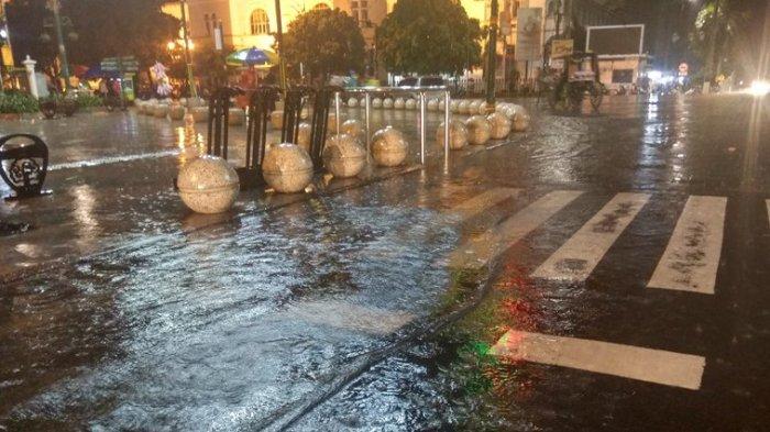 Hujan Guyur Kota Yogya Bahu Jalan Titik Nol Km Tergenang