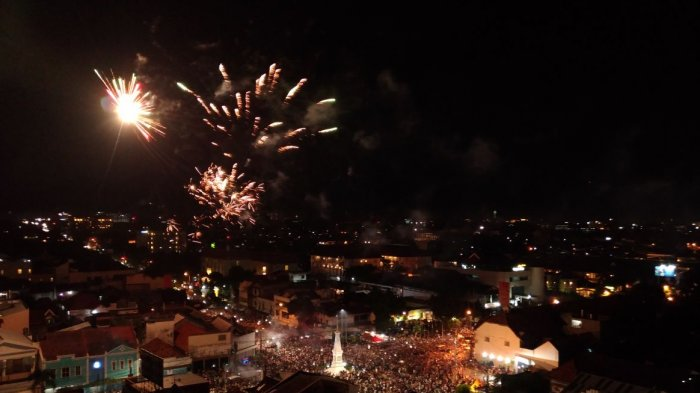 Video Pesta Kembang Api Simpang Tugu Yogyakarta Tribun Jogja Kota