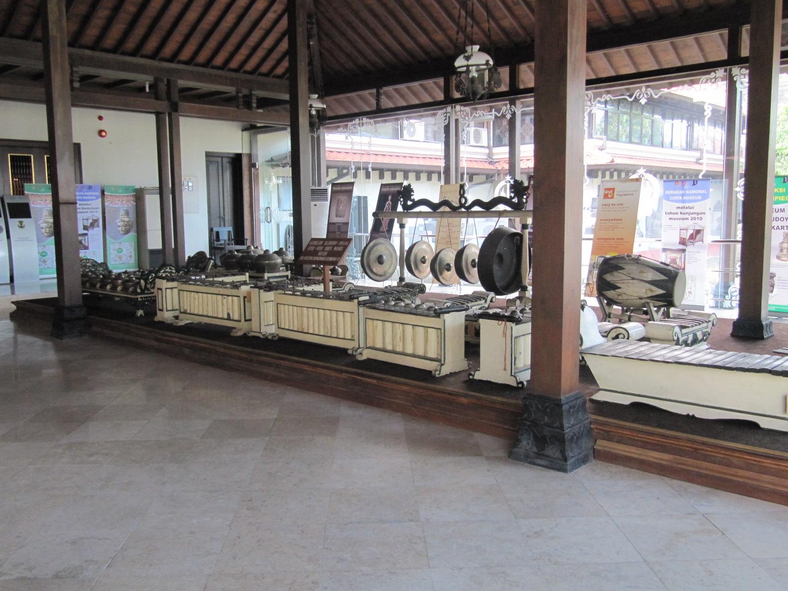 Rhienzfienz Museum Sonobudoyo Yogyakarta Minggu 07 November 2010 Unit Galeri