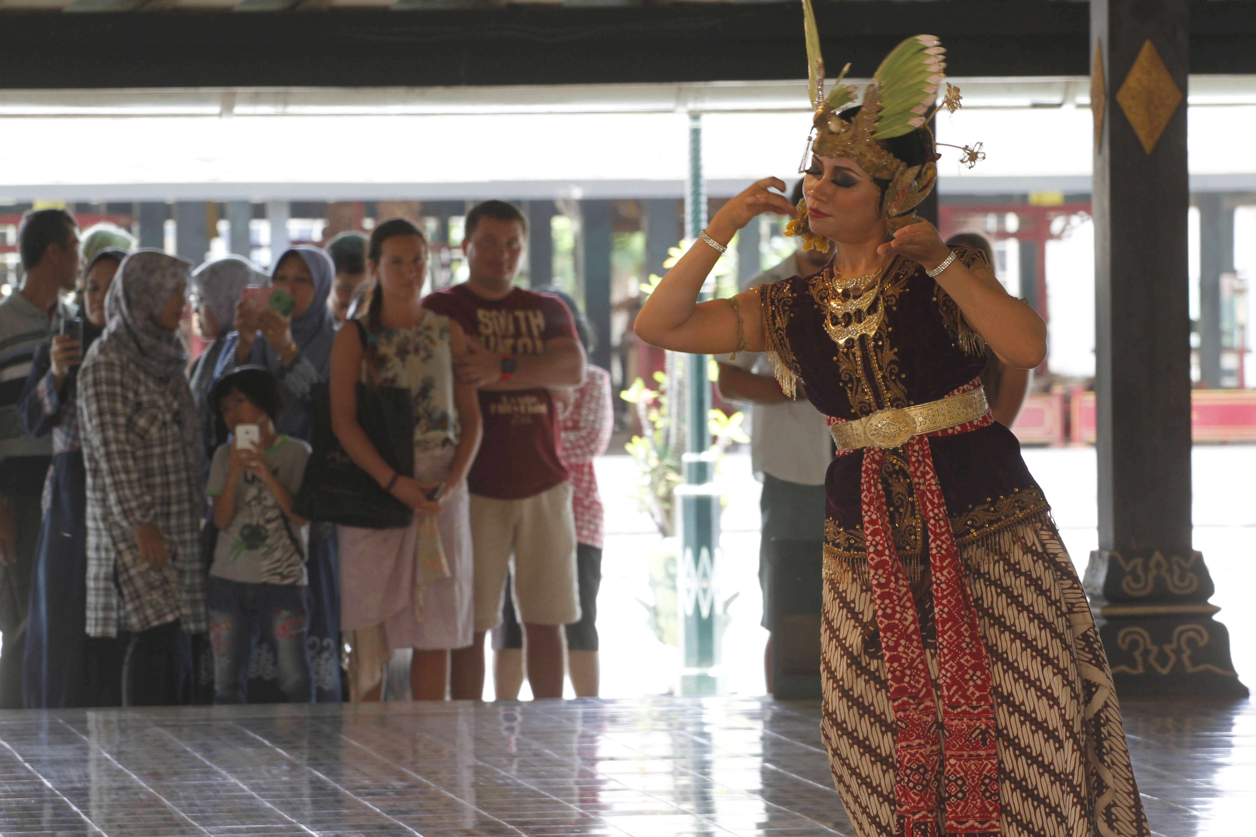 Galeri Foto Indonesia Tari Klasik Keraton Yogyakarta Travelon Sejumlah Wisatawan