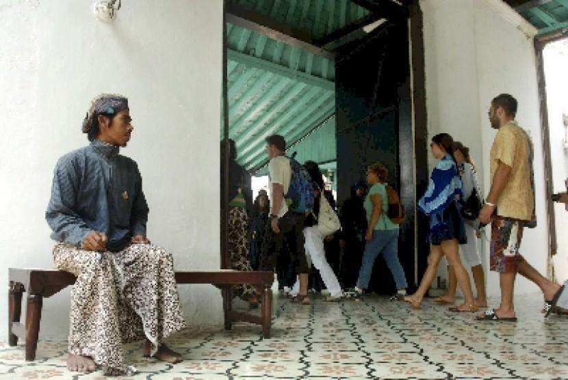 Shuttle Keliling Keraton Yogyakarta Diuji Coba Republika Online Wisatawan Masuk