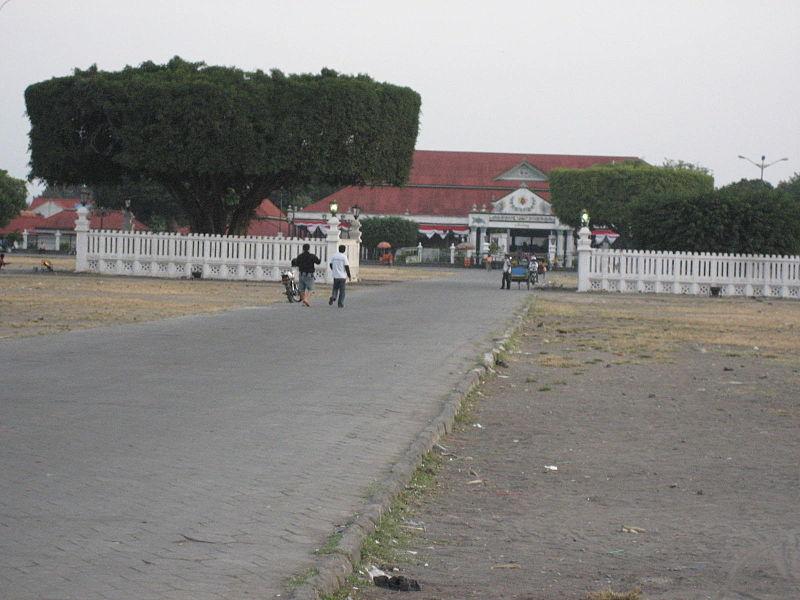 Wisata Keraton Yogyakarta Hadiningrat Yoshiewafa Tanah Lapang Alun Lor Bagian